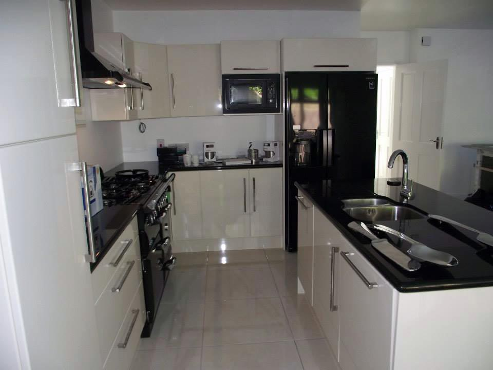 Designer fitted kitchens 28 fitted kitchens cork kitchen for Fitted kitchen designs
