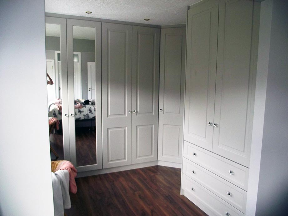 Walk in wardrobes cork walk in wardrobe designs and ideas for D i y bedroom cupboards